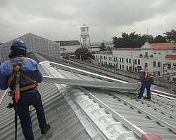 Instalação de telha zipada