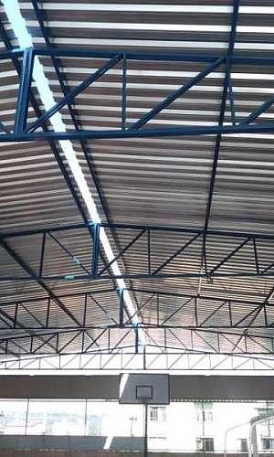Cobertura em telha de zinco