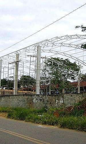 Estrutura metálica industrial telhado