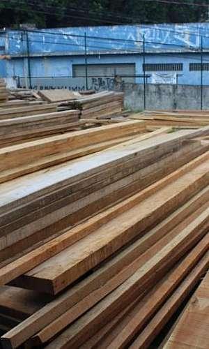 Prancha de madeira para telhado