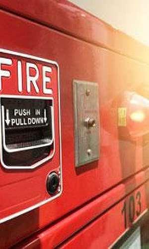 Serviço de instalação central de alarme de incêndio