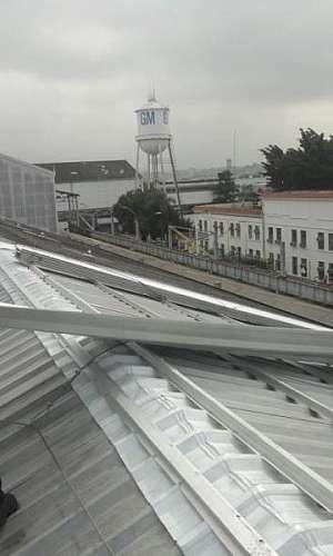 Sistema de telhas zipadas para coberturas