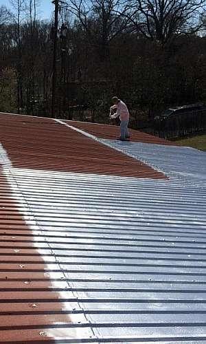 Tinta isolante térmico para telhado de amianto