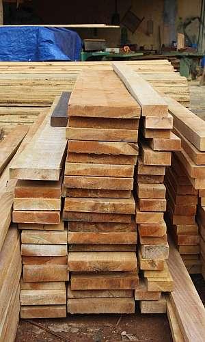 Vigas de madeira para telhado